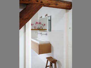 Modern style bathrooms by Marike Modern