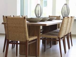 Ritz Carlton, Dorado, Puerto Rico モダンデザインの ダイニング の Lichelle Silvestry Interiors モダン