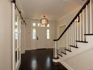 クラシックデザインの リビング の Lichelle Silvestry Interiors クラシック