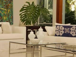 Lichelle Silvestry Interiors:  tarz Oturma Odası