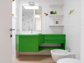 Recupero Sottotetto - Duplex 2 Bagno moderno di enzoferrara architetti Moderno