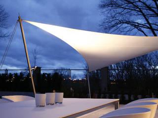Balcon, Veranda & Terrasse modernes par aeronautec GmbH Moderne