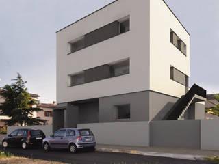 Casa I : Case in stile  di Conzinu Desteghene Architetti