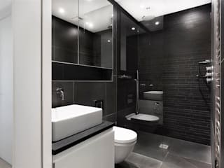 AR Design Studio- The Medic's House:  Bathroom by AR Design Studio