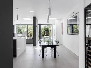 AR Design Studio- Elm Court:  Dining room by AR Design Studio