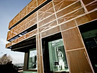 """Giorgia Boutique """"ur-former project"""" Negozi & Locali commerciali moderni di Enrico Muscioni Architect Moderno"""