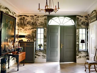 Classic style corridor, hallway and stairs by THORA TOWN & COUNTRY Classic