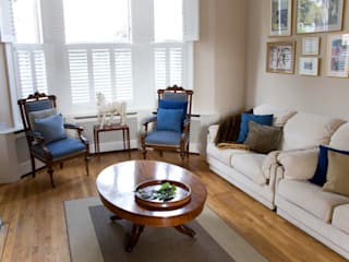 A Traditional Family Living Room Classic style living room by Cathy Phillips & Co Classic