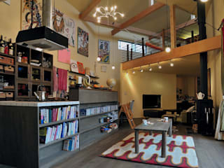 House Outsider Art: eu建築設計が手掛けたリビングです。