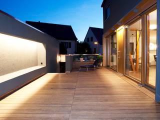 Terrasse de style  par Holzerarchitekten, Moderne