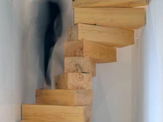 Monolithische Holzstufen:   von homify