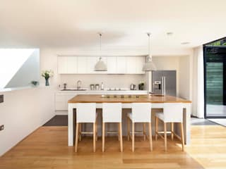 Courtyard House  -  East Dulwich: modern Kitchen by Designcubed