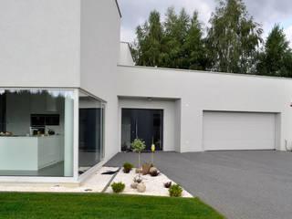 Haus in Ksiazenice: moderne Häuser von NUX Edward Dylawerski