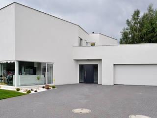 Haus in Ksiazenice:  Häuser von NUX Edward Dylawerski,Modern