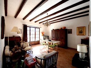 Marco Barbero Rustic style living room