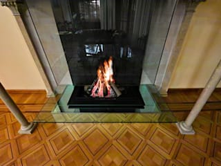 Modern glass fireplace inside an original Italian style fireplace od Bloch Design Klasyczny