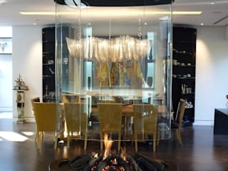 Oval free hanging glass fireplace od Bloch Design Klasyczny