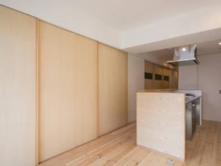 神戸北野のコーポラティブハウス(1)    やさしい家: 一級建築士事務所 狩谷泰男アーキテクツ / Kariya Yasuo Architectsが手掛けたダイニングです。,