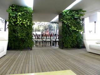 vertical garden: Giardino in stile  di Architettura & Servizi