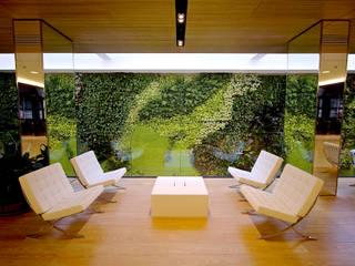 vertical garden in office: Spazi commerciali in stile  di Architettura & Servizi