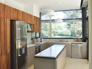 Modern style kitchen by BEzeta INdesign Modern
