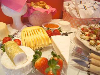 Charmosa e apetitosa tábua de queijos.:   por Lima Limão-  Festas com charme,Moderno