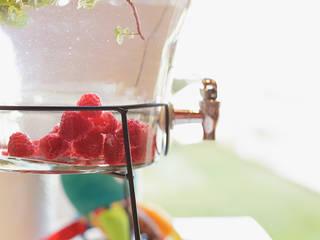 Detalhe do dispenser com água aromatizada.:   por Lima Limão-  Festas com charme,Moderno