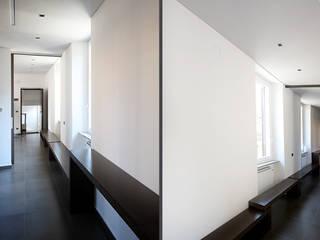 Modern Corridor, Hallway and Staircase by Diego Bortolato Architetto Modern