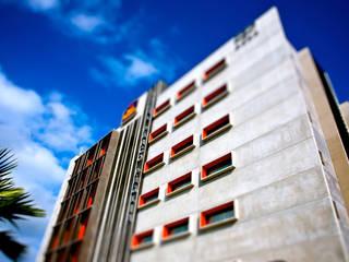 parco paglia hotel:  in stile industriale di fabio ferrini architetto, Industrial