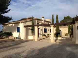 FA Casas de estilo mediterráneo de Fincas Cassiopea Group / FCG Architects Mediterráneo
