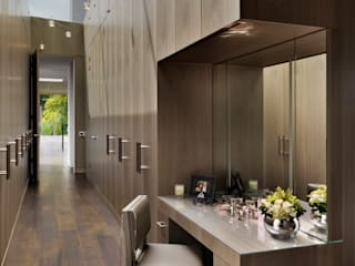 Berkshire:  Dressing room by Gregory Phillips Architects