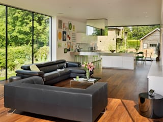 Guildford:  Living room by Gregory Phillips Architects