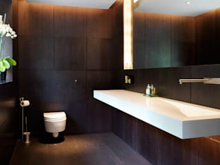 Totteridge:  Bathroom by Gregory Phillips Architects