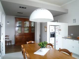 La storia in cucina Cucina in stile classico di Giussani Patrizia Classico