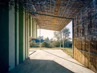 Porche Casa en Gaüses: Jardines de estilo  de Anna & Eugeni Bach