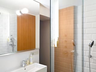 Bathroom by Anna & Eugeni Bach