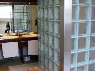 Duschwand:  Badezimmer von B a r b a r a V o l m e r Interieur Design