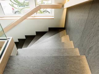 Pientka - Faszination Naturstein Ingresso, Corridoio & Scale in stile moderno