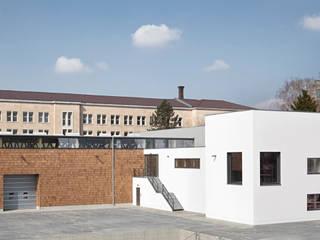 Ansicht von Osten:  Geschäftsräume & Stores von Ziegert | Roswag | Seiler Architekten Ingenieure