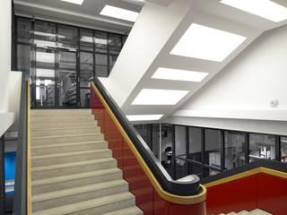 Gedung perkantoran by Tim Pohl