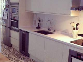 Kitchen by Vade Studio SC