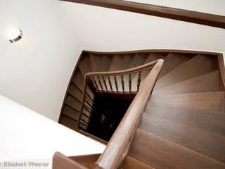 Architekturbüro Ferdinand Weber Modern corridor, hallway & stairs