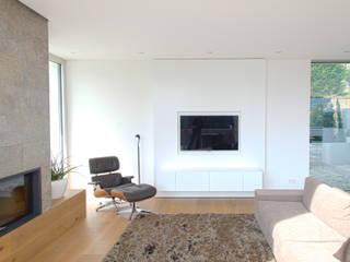 haus s a: moderne Wohnzimmer von heidingsfelder-manufaktur