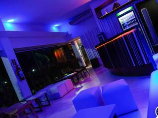 Bares y clubs de estilo moderno de Mascarenhas Arquitetos Associados Moderno