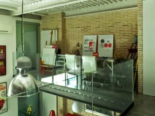 Reforma de un despacho profesional para un actor Pablo Echávarri Arquitectura Pasillos, vestíbulos y escaleras de estilo industrial