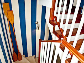 Corredores, halls e escadas mediterrâneos por www.rocio-olmo.com Mediterrâneo