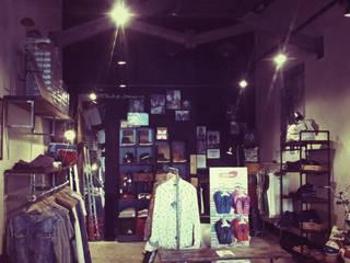 Tienda de moda multimarca Simón Store, CC. Serrallo Plaza, Granada Espacios comerciales de estilo industrial de AG INTERIORISMO Industrial Derivados de madera Transparente
