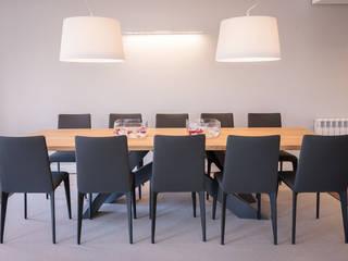 Sala da pranzo minimalista di Urbana Interiorismo Minimalista