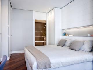 Camera da letto in stile  di URBANA 15