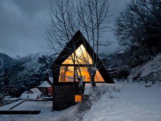 Pyrenees: Casas de estilo  de Cadaval & Solà-Morales